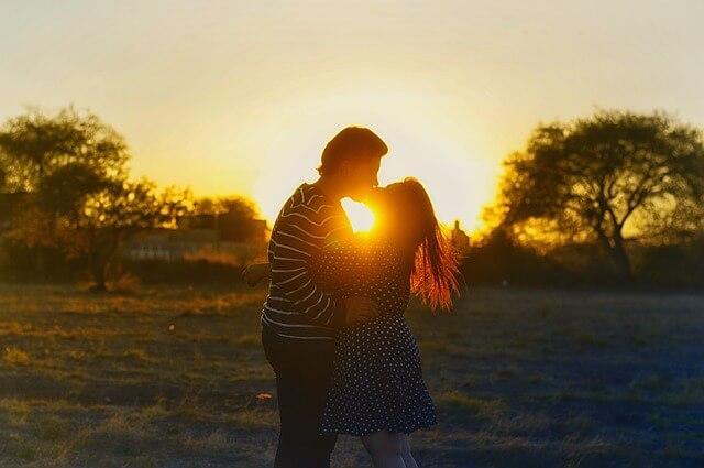 Komunikácia je kľúčom k šťastnému a zdravému partnerskému vzťahu.